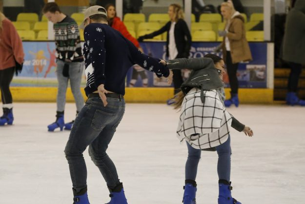 934003_TOWIE_christmas_special_Courtney_Green_Jon_Clark_ice_skating_995cb9154794fe1026ee2ab6d62e6441