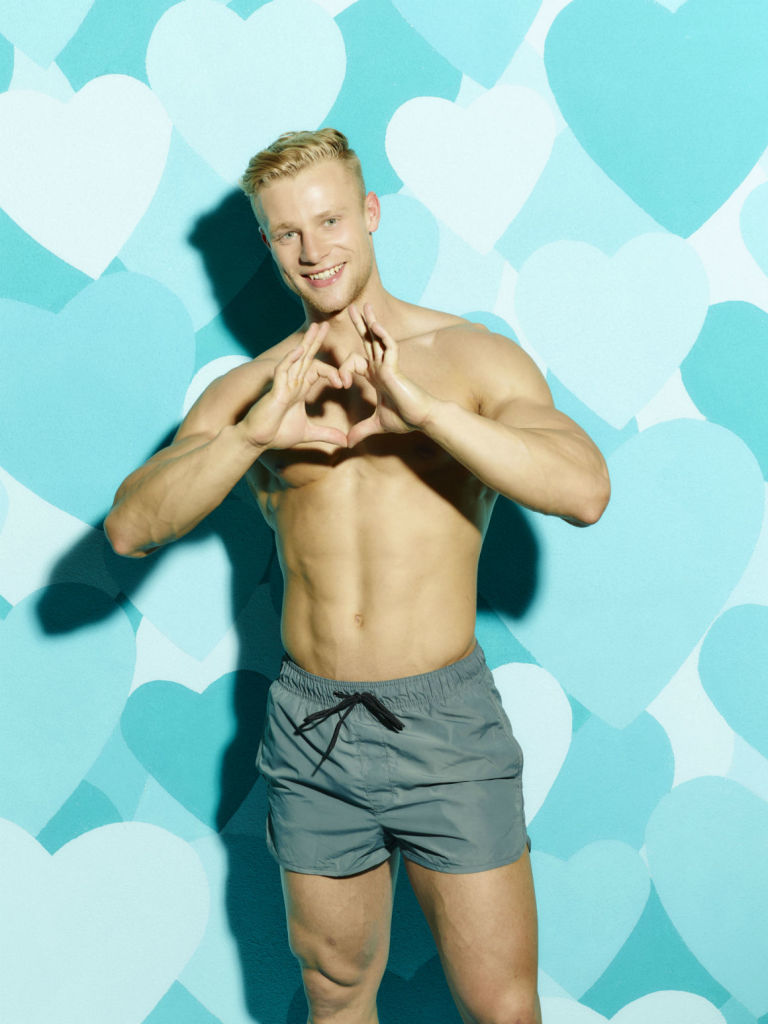 gallery-1496088605-love-island-harvey