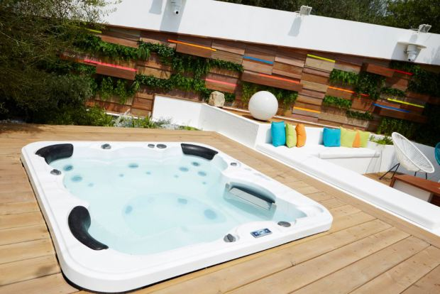 villa-hot-tub