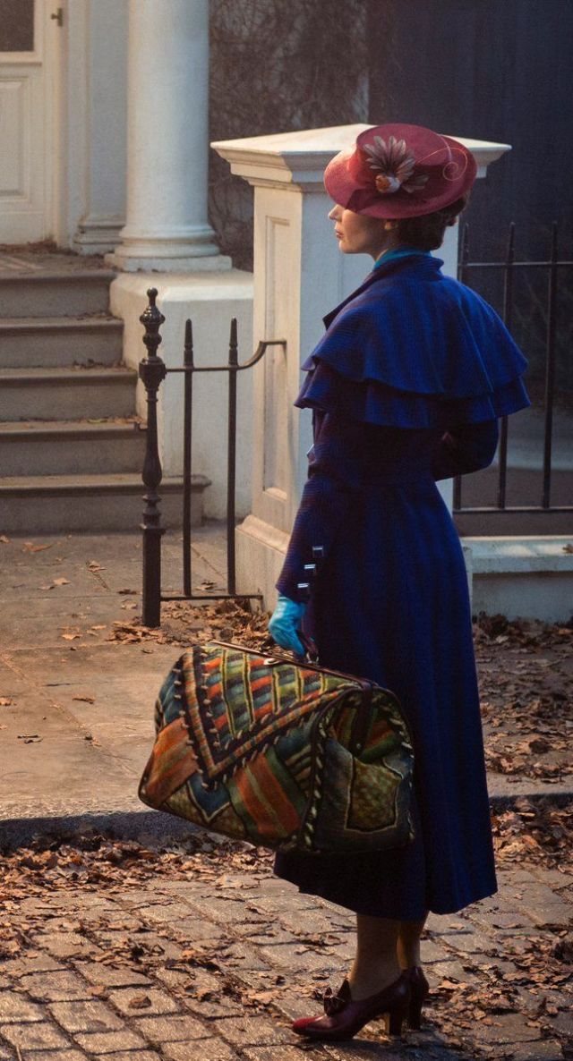 gallery-1488572940-mary-poppins-returns-emily-blunt